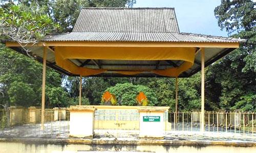 Kampung Raja Mosque and Sultan Alauddin Riayat Shah I